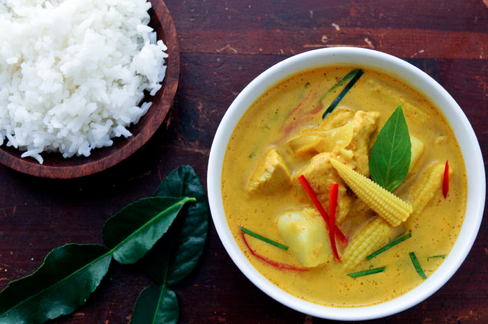 Yellow Curry with Chicken & Potatoes | Gang Garee Gai ...