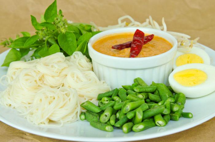Noodles with Fish Curry | Khanom Jeen Nam Ya | ขนมจีนน้ำยา