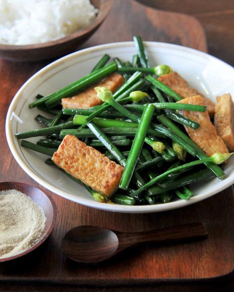 Chinese Chives with Tofu | Pad Daug Gui Chai | ผัดดอกกุ้ยช่าย